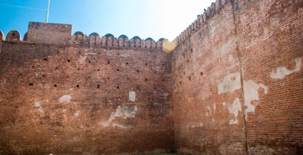 Champaner_citadel_walls