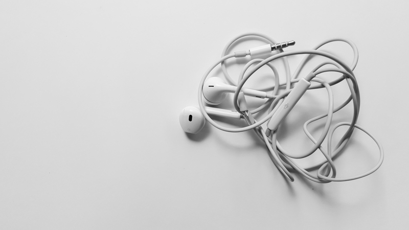 twisted-earbuds